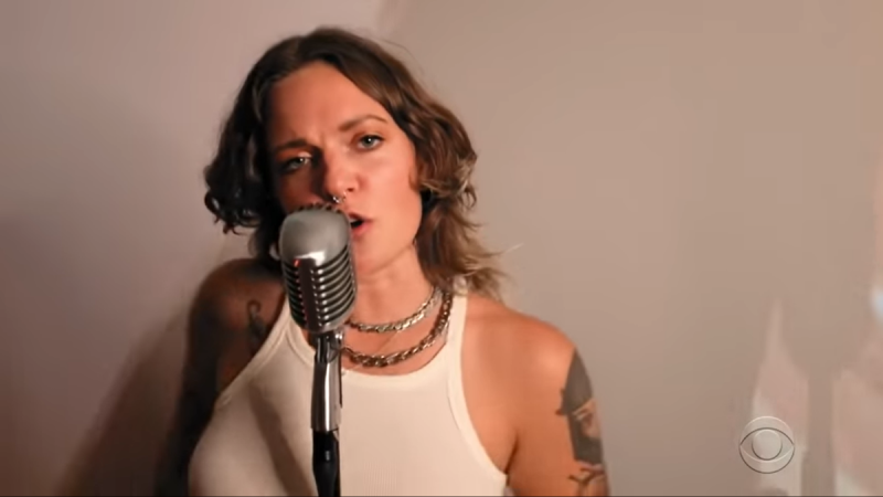 "Regardez Tove Lo Perform ""sadder badder cooler"" sur Colbert"