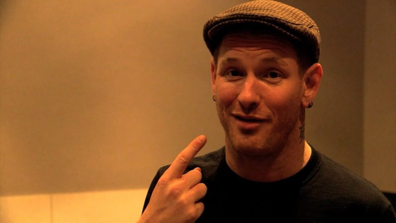 COREY TAYLOR compare le son de l'album solo à ALICE IN CHAINS, JOHNNY CASH