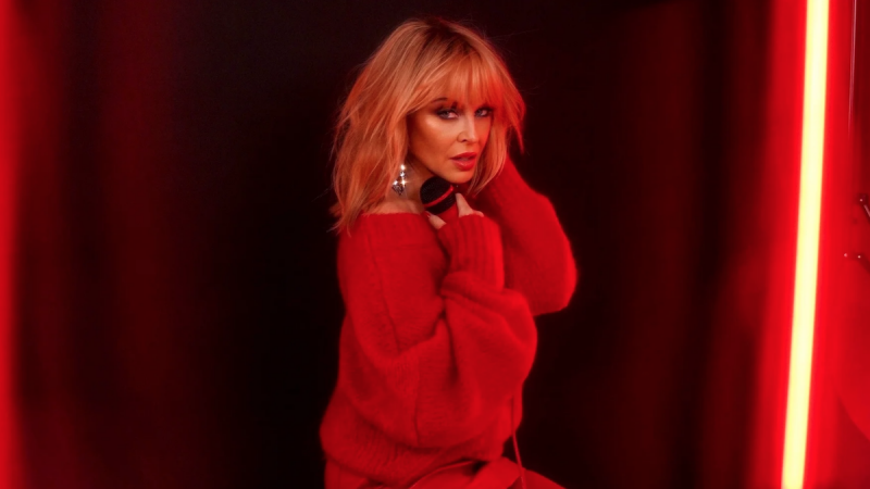 "Kylie Minogue annonce un nouvel album Disco, stream ""Say Something"""