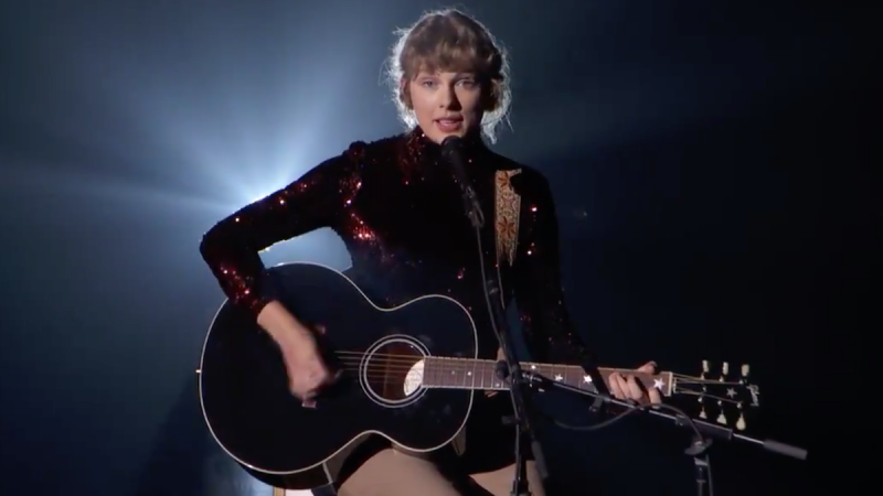 "Regardez Taylor Swift jouer ""betty"" aux ACM Awards 2020"