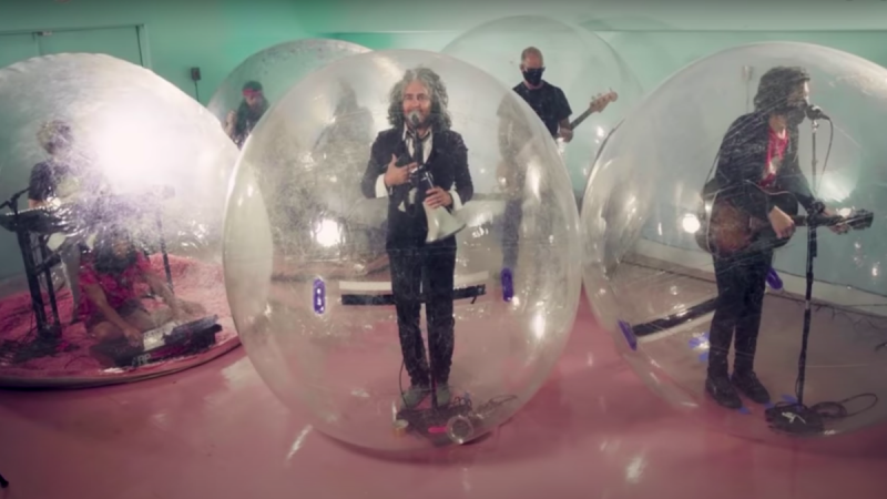 "Regardez The Flaming Lips jouer ""God and the Policeman"" sur Fallon"