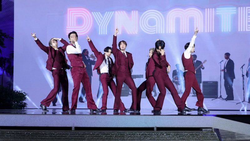 "Regardez BTS Perform ""Dynamite"" aux Billboard Music Awards 2020"