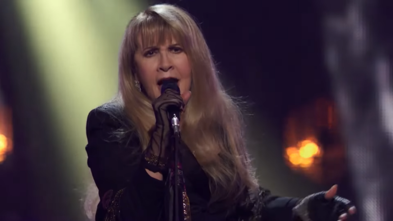 Stevie Nicks a joué avec la double pneumonie au Rock Hall of Fame 2019