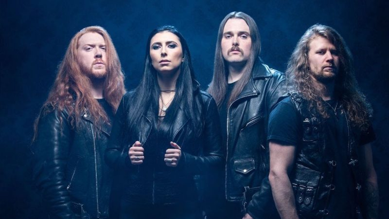 Au-delà du club des garçons: Brittney Slayes of Unleash the Archers