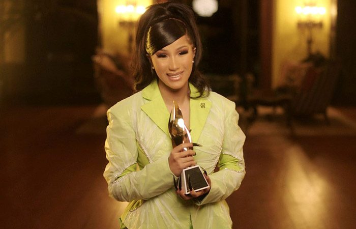 Cardi B accepte le Billboard Woman of the Year Honor