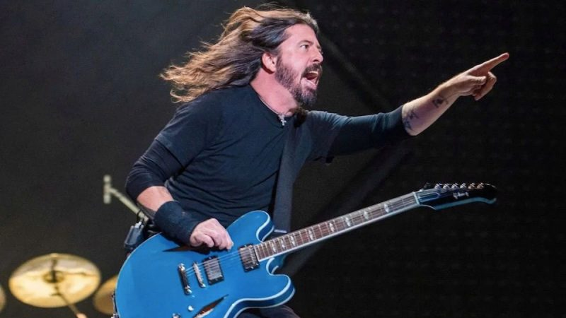 Dave Grohl salue l'adoption de 15 milliards de dollars Save Our Stages Act