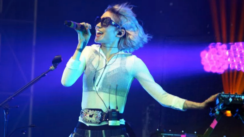 Grimes annonce l'album Rave de Miss Anthropocene Remix