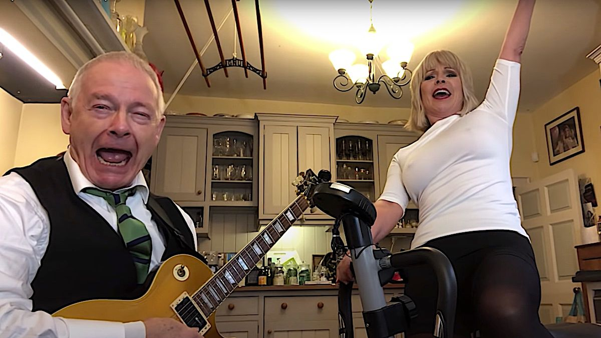 Robert Fripp et Toyah Rock version vélo d'exercice de Metallica Classic