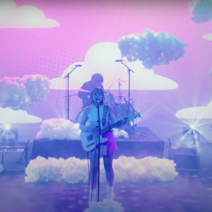 Regardez Beach Bunny Float Through « Cloud 9 » sur Fallon