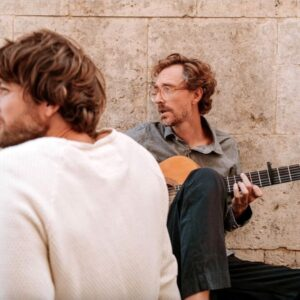 Kings Of Convenience annonce un nouvel album Peace or Love, diffusez « Rocky Trail »
