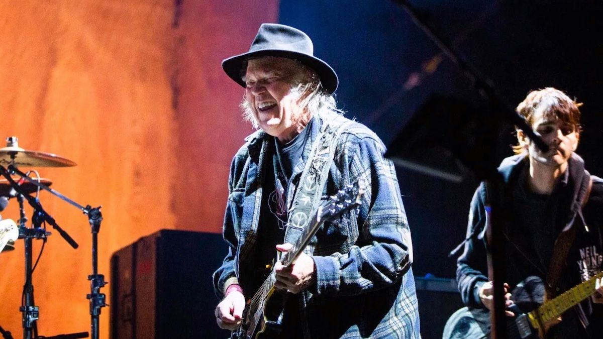 neil-young-concerts-covid-super-spreader-5094804-1875192-jpg