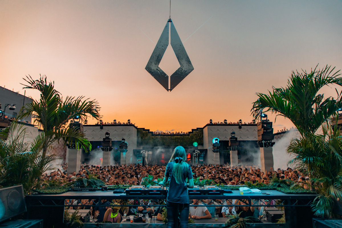 nora-en-pure-performing-during-sunset-at-purified-brooklyn-mirage-6875605-9411820-jpg