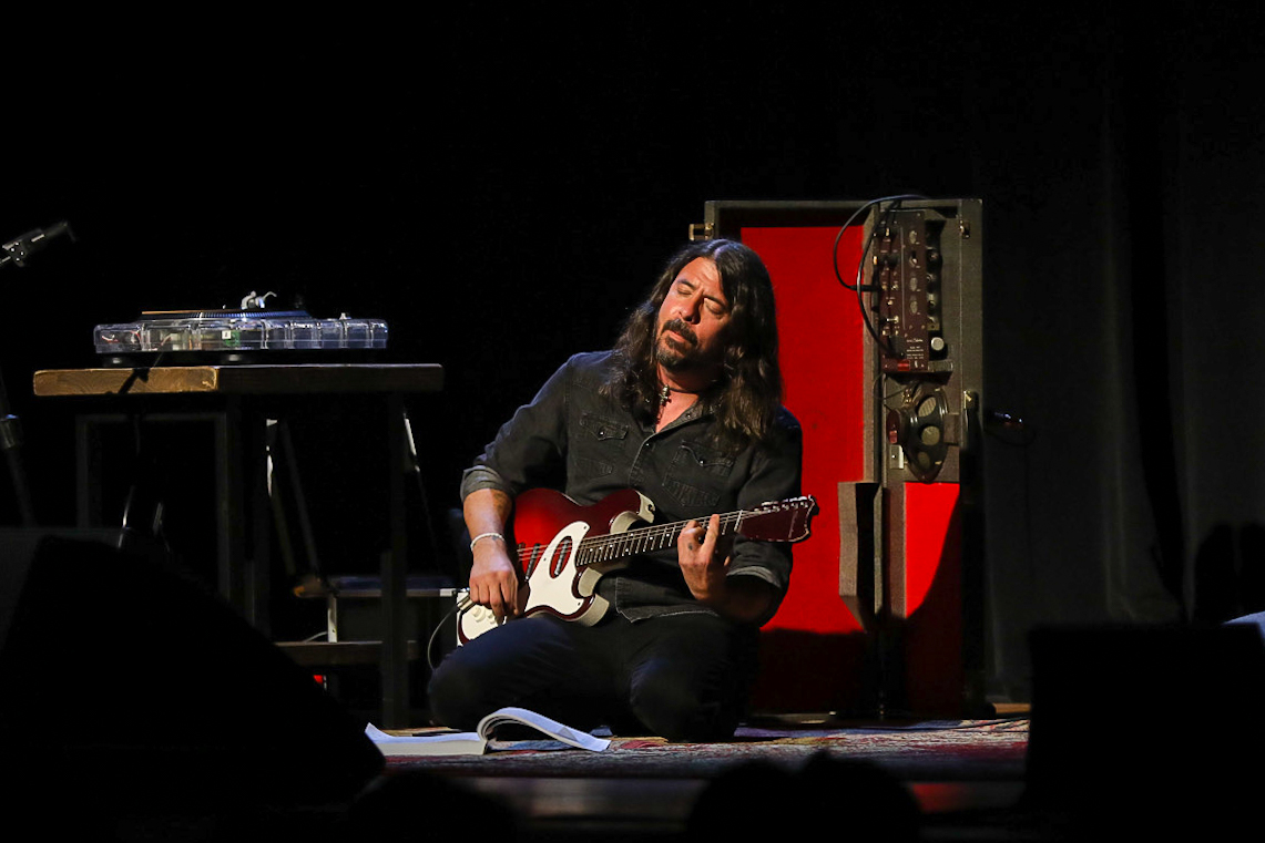 grohl-embed-2-2302602-9339651-jpg